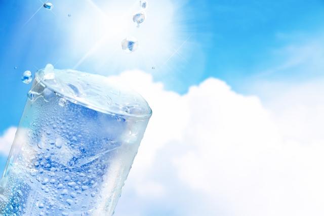 夏休みの自由研究!水の実験さかさまにしてもこぼれない水